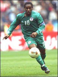 Jay Jay Okocha. Gran inventor de jugadas, movimientos modernos que asombraron en el mundial 98