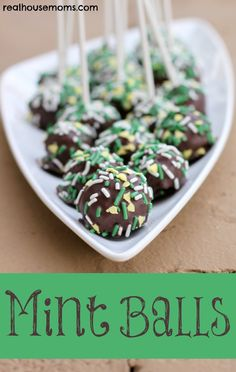 Mint Balls are an incredibly delicious dessert that are super easy to make and have a wonderful mint flavor! Yummy Treats, Delicious Desserts, Sweet Treats, Yummy Food, Candy Recipes, Cookie Recipes, Dessert Recipes, Fun Recipes, Holiday Treats
