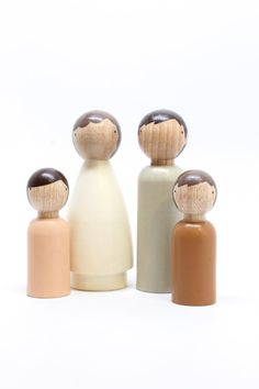 Wooden Dolls // The Organic Family // Beige Eco-Friendly Kids Waldorf Toys Fair Trade // Four Wooden Peg Dolls - Wooden Toys Wood Peg Dolls, Wood Toys, Clothespin Dolls, Articles En Bois, Gender Neutral Toys, Wooden People, Deco Kids, Doll Painting, Waldorf Toys
