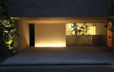 坂本昭・設計工房CASA による「深沢の家」を内覧させていただきました。場所は駒沢公園より至近の住宅地。  敷地は55坪、RC造3階建て。建築主は 著名なグラフィックデザイナーで、 数年前にも坂本さんに設計を依頼したそうです。子供の成長に伴いもう少し広いところを、という意向で再度...