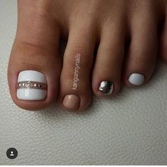 The advantage of the gel is that it allows you to enjoy your French manicure for a long time. There are four different ways to make a French manicure on gel nails. Pedicure Designs, Pedicure Nail Art, Toe Nail Designs, Fall Pedicure, Wedding Pedicure, Pedicure Ideas, Art Designs, Toe Nail Color, Toe Nail Art