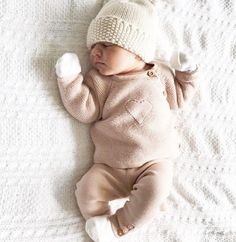 How to Pick the Perfect Winter Clothing for Your Tiny Newly Born Baby – Cute Adorable Baby Outfits So Cute Baby, Baby Kind, Cute Kids, Baby Baby, Baby Newborn, Baby Girl Outfits Newborn Winter, Newborn Winter Clothes, Newborn Baby Girl Clothes, Cute Children