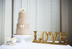 shabby chic wedding cake via www.frenchweddingstyle.com #wedding #cakes