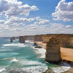 Parque Nacional de Port Campbell, Austrália: colunas rochosas se projet... http://www.pandagu.ru/pt/destino-dos-sonhos /parque-nacional-port-campbell-australia via @pandaguruapp