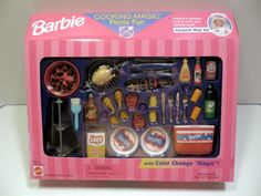 Barbie Cooking Magic Picnic Fun Set with Color Change Food by Mattel, 1997 (Note: there was another Picnic Fun set with a rectangular grill and pink cooler. Barbie Sets, Barbie Dolls Diy, Barbie Food, Doll Food, Barbie I, Barbie Stuff, Accessoires Barbie, Barbie Playsets, Barbie Makeup