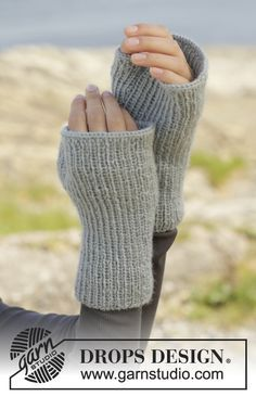 "Paula - Knitted DROPS hat and open-finger mittens with rib in ""Karisma"". - Free pattern by DROPS Design"