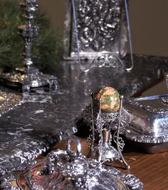 Share us with your friends! Snow Globes, Silver Plate, Museum, American, Friends, Amigos, Silverware Tray, Boyfriends, Museums