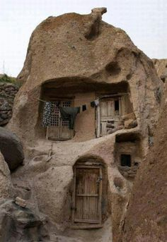 Page Not Found-Page Not Found 700 year-old Stone Houses in .-Page Not Found-Page Not Found 700 year-old Stone Houses in Iran - Page Not Found-Page Not Found 700 year-old Stone Houses in Iran - - This Old House, House On The Rock, Old Stone Houses, Old Houses, Cave Houses, Tiny Houses, Architecture Cool, Organic Architecture, Unusual Homes