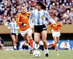 Mario Kempes, played in 3 Fifa World Cups (1974 - 1978 - 1982) with Argentina. (Instituto de Córdoba, Rosario Central, Valencia, River Plate, Hércules, First Vienna FC, VSE Sankt Pölten, Kremser SC, Fernandez Vial, Pelita Jaya, Argentina). Photo final WC 1978.