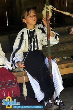 Children learn the old artisan traditions of Romanian villagers at Astra Museum… Eve Children, Folk Costume, Costumes, Romanian Girls, Transylvania Romania, Visit Romania, City People, Moldova, Bucharest