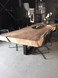 Tisch - Esszimmer ideen Tisch Tisch The post Tisch appeared first on Esszimmer ideen. Wood Slab Dining Table, Wood Table Design, Dining Table Design, Dining Room Table, Interior Design Living Room, Living Room Decor, Living Rooms, Live Edge Furniture, Door Furniture
