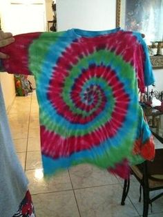 Tye Die T Shirts tutorial. Suggests using fork to achieve the spiral- would make it easier for kids!!