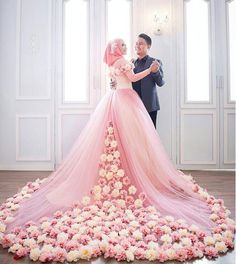 Searing for bridal hijab!, then, here are the 9 best wedding hijab for brides in different styles. So, select one modern Muslim wedding dress with hijab. Muslimah Wedding Dress, Muslim Wedding Dresses, Muslim Brides, Colored Wedding Dresses, Bridal Dresses, Muslim Couples, Blush Dresses, Dress Muslim Modern, Muslim Women