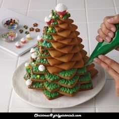 Christmas Cake Idea– If you are interested in Christmas  Tree Cookies Decoration Ideas then this post is specially for you. We provide best Christmas cookies ideas including makeup,Hairstyles,Tattoos, Nail art , Fashion Trends and DIY. More @ http://girlypictorials.com/