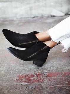 e80f354e306 Put your fashionable foot forward with Free People shoes that are perfect  for every occasion. Shop Free People shoes online and stay on trend  year-round.