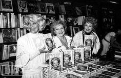 Carol Channing, Betty White and Lucille Ball Wow what a team! Golden Age Of Hollywood, Vintage Hollywood, Classic Hollywood, Betty White, Funny People, Good People, Neil Patrick, Queens Of Comedy, Carol Channing