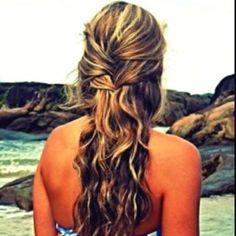 Beach hair hair-nails-other-girly-things Beachy Hair, Beach Wave Hair, Beachy Waves, Beach Curls, Beach Braids, Messy Waves, Ocean Waves, Summer Hairstyles, Pretty Hairstyles