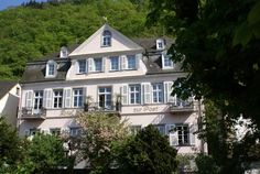 Romantisches Hotel zur Post Brodenbach Featuring free WiFi and a terrace, Romantisches Hotel zur Post offers pet-friendly accommodation in Brodenbach. Rooms are fitted with a TV. Rooms have a private bathroom.