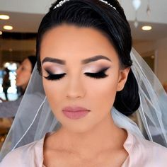 Bridal glam by the amazing @vanitymakeup #makeup #bridal #evening #glam #bridalinspiration #makeupinspiration #wakeupandmakeup…