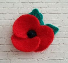 Make your own Felt Poppy for Remembrance Day by Lore Green Remembrance Day Pictures, Remembrance Day Activities, Remembrance Day Poppy, Remembrance Flowers, Felt Diy, Felt Crafts, Fabric Crafts, Felt Flowers Patterns, Fabric Flowers