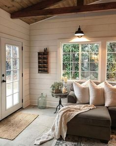 65 Rustic Farmhouse Living Room Design and Decor Ideas. 65 Rustic Farmhouse Living Room Design and Decor Ideas Related Sunroom Decorating, Farmhouse Style Decorating, Decorating Ideas, Sunroom Ideas, Decorating Websites, Interior Design Farmhouse, Modern Cabin Interior, Modern Farmhouse Interiors, Modern Farmhouse Style