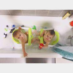 Bath time with our bath ring seat  // Hora del baño con nuestra silla de seguridad para bañera, gracias @verdeliss