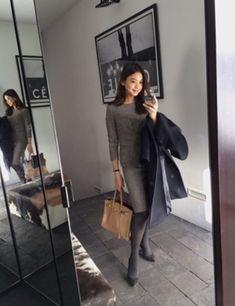 滝沢眞規子さんのブログのコーディネー…の画像 | 会社の超お洒落な先輩のファッションを毎日チェックするブログ Office Fashion Women, Work Fashion, Daily Fashion, Womens Fashion, Suit Fashion, Fashion 2017, Vogue, Fall Skirts, Business Fashion