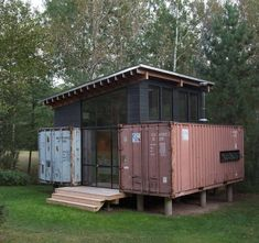 Holyoke Cabin, a container house built from two recycled shipping containers in Duluth, Minnesota. Designed & built by Paul Stankey (Innate Works, Hive Architecture). 📷 ROLU (rosenlof/lucas) & Paul...