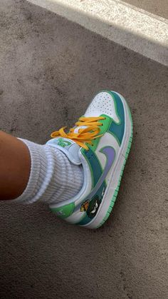 Cute Nike Shoes, Cute Nikes, Sneakers Fashion, Fashion Shoes, Shoes Sneakers, Jordan Shoes Girls, Girls Shoes, Swag Shoes, Aesthetic Shoes
