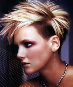 Piekerig model met undercut