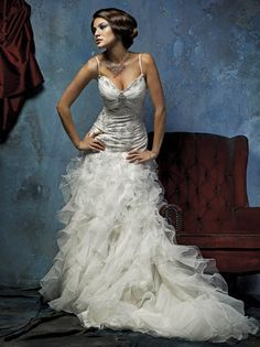 How to: Lace up a Wedding Dress | Luv Bridal Blog