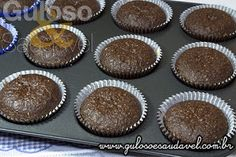 Quer uma ideia para o #lanche? Que tal estes Cupcakes de Chocolate Recheados, são integrais, simples, fofinhos e deliciosos!  #Receita aqui: http://www.gulosoesaudavel.com.br/2013/10/25/cupcakes-chocolate-recheados/