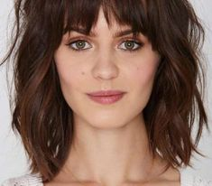 21. Mid-Length Cut With Bangs Fringe Haircuts are an excellent way to get thick heavy hair out of your eyes so you can flaunt your gorgeous face. You can chose to rock side bangs or opt for short, straight bangs. For those with chubby cheeks or a rounder face, a long side bang is most flattering, while shorter, blunt bangs work best on those with bigger foreheads or oval faces. Medium Haircuts With Bangs, Oval Face Haircuts, Short Hairstyles For Thick Hair, Medium Short Hair, Medium Hair Cuts, Cool Haircuts, Hairstyles With Bangs, Short Hair Cuts, Medium Hair Styles