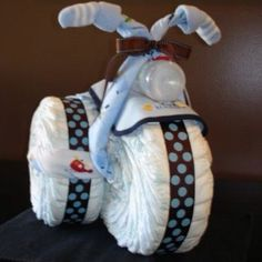 Baby Shower Ideas for Boys Tricycle Diaper Cake. Plus other boy baby shower ideasTricycle Diaper Cake. Plus other boy baby shower ideas Idee Baby Shower, Shower Bebe, Boy Baby Shower Gift, Boy Baby Shower Cakes, Boy Baby Showers, Baby Shower Fruit, Baby Shower Presents, Baby Presents, Unique Baby Shower Gifts