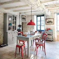 La cocina, centro neurálgico de la casa, luce hoy una deco más cuidada y funcional, con espacios versátiles y comedores prácticos, perfectos para el uso diario.