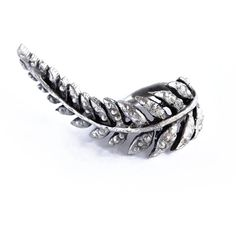 Make a bohochic style statement with this unique and gorgeous silver leaf ring, handpicked from Turkey. It features a pretty leaf on an adjustable antique sliver band.