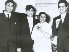 Dev Anand, Raj Kapoor and Dilip kumar with Lata Mangeshkar Bollywood Movie Trailer, Film Tips, Film Icon, Lata Mangeshkar, Vintage Bollywood, The Beach Boys, Bollywood Stars, Indian Bollywood, Indian Movies