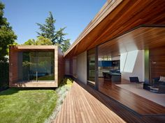An Indoor-Outdoor Renovation for a 1950s Ranch House in the Bay Area   Dwell Photo D'architecture, Architecture Résidentielle, Mid Century Ranch, Ranch Remodel, Menlo Park, San Francisco Bay, California Homes, California Ranch, Interior And Exterior