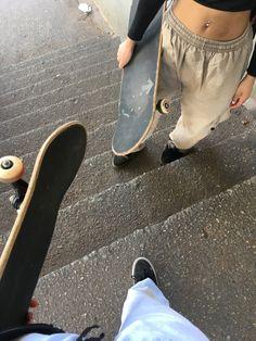 Skate 3, Skate Girl, Aesthetic Photo, Aesthetic Clothes, Emo Love, Skater Boys, Pose Reference Photo, Swagg, Girl Photos