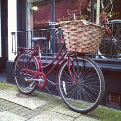 Vintage bike Raleigh Cameo, classic city bike Raleigh Bikes, Vintage Bicycles, City, Classic, Pretty, Biking, Derby, Cities, Classic Books