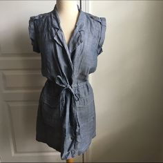 MADEWELL DENIM DRESS So adorable and so perfect for summer. This dress is so easy to wear. Chambray dress by madewell. Button down, adjustable belt. No damage. Madewell Dresses