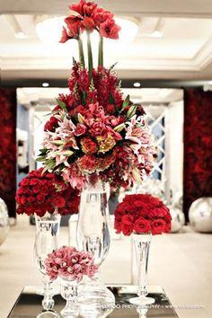 modern christmas flower arrangements