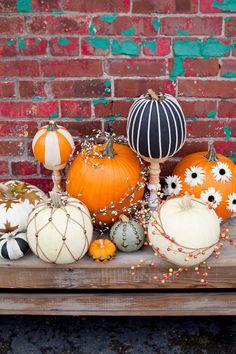 Halloween Lawn, Whimsical Halloween, Halloween Home Decor, Outdoor Halloween, Diy Halloween Decorations, Halloween Crafts, Halloween Costumes, Pumpkin Display, Pumpkin Vase