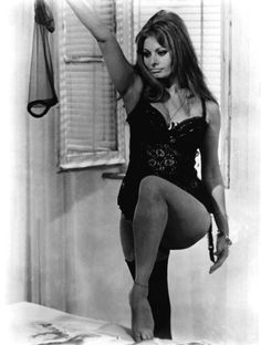 SOFIA LOREN - a woman with curves! Yes!