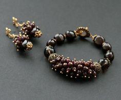 "Мастер класс на тему "" Браслет - гроздь на тросике "" суббота Тишинка - Ярмарка Мастеров - ручная работа, handmade Statement Jewelry, Pearl Jewelry, Beaded Jewelry, Jewelery, Jewelry Bracelets, Handmade Jewelry, Wire Jewelry Designs, Bracelet Designs, Candy Bracelet"