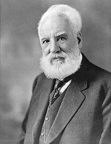 Alexander Graham Bell (* 3. März 1847 in Edinburgh, Schottland; † 2. August 1922 in Baddeck, Kanada[1]) war ein britischer und später US-amerikanischer Sprechtherapeut, Erfinder und Großunternehmer. Er gilt als der erste Mensch, der aus der Erfindung des Telefons Kapital geschlagen hat, indem er Ideen seiner Vorgänger zur Marktreife weiterentwickelte. Zu seinen Ehren wurde die dimensionslose Maßeinheit (Pseudomaß) für logarithmische Verhältniswerte, mit dem auch Schallpegel gemessen werden…