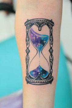 Ampulheta. Desenho e tattoo por Deh.