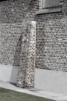 Referenties   Bouw-iD De steunbeer geeft een extra dimensie aan het gebouw. De gevelsteen is in kruisverband verwerkt.