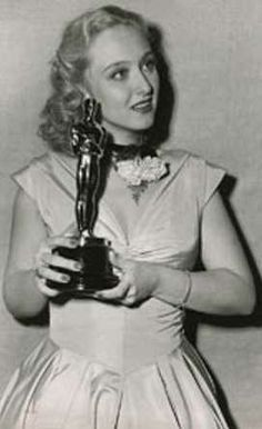 """Academy Awards® ~ Celeste Holm ~ – with her Best Supporting Oscar® for her performance in """"Gentleman's Agreement"""" (Won 1 Oscar. Another 6 wins & 5 nominations) Golden Age Of Hollywood, Vintage Hollywood, Hollywood Stars, Classic Hollywood, Academy Award Winners, Oscar Winners, Academy Awards, Hollywood Actresses, Actors & Actresses"""