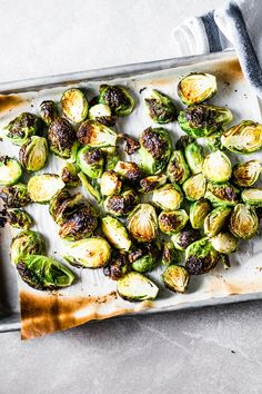 Roasted Brussels Sprouts Recipe: Three-ingredient crispy roasted brussels sprouts packed with flavor will be on the table in just 15 minutes and are so delicious you will be making them again and again. Crispy Brussel Sprouts, Roasted Sprouts, Sprouts With Bacon, Brussels Sprouts, Sprout Recipes, Vegetable Recipes, Veggie Dishes, Side Dishes, Bon Appetit